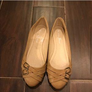 Beige Buckle Flats Loafer Shoes Sz 6 EUC